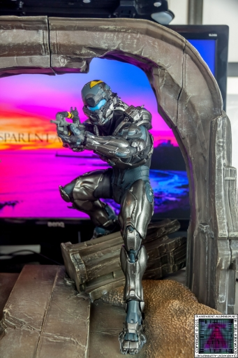 Halo 5 Guardians Locke Statue (1).jpg