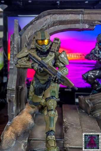Halo 5 Guardians Master Chief Statue (1).jpg