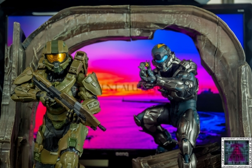 Halo 5 Guardians Master Chief and Locke Statue (1).jpg