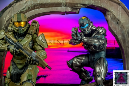 Halo 5 Guardians Master Chief and Locke Statue (3).jpg