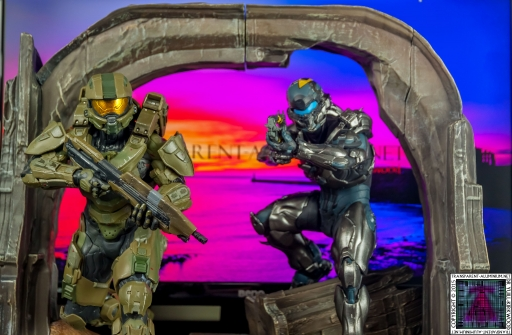 Halo 5 Guardians Master Chief and Locke Statue (4).jpg