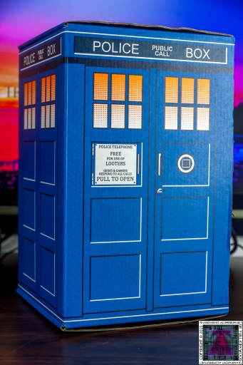 Loot Crate - Doctor Who Limited Edition TARDIS Box Art (2)