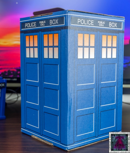 Loot Crate - Doctor Who Limited Edition TARDIS Box Art (8)