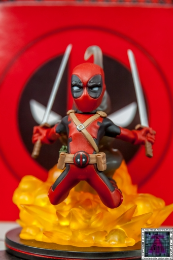 Qmx Deadpool Figure (1)