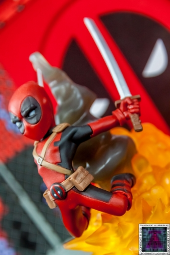 Qmx Deadpool Figure (2)