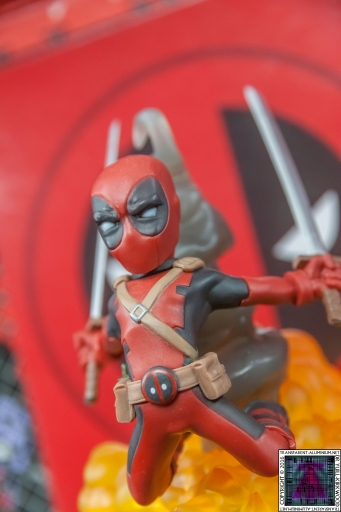 Qmx Deadpool Figure (4)