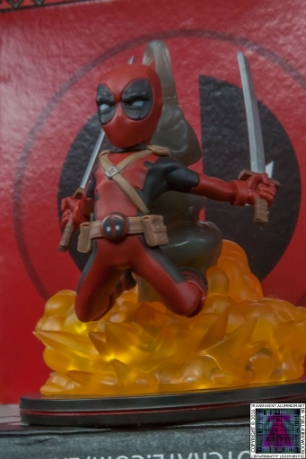 Qmx Deadpool Figure (9)