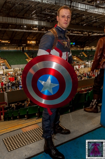 Comic-Con Cosplay Captain America (1).jpg