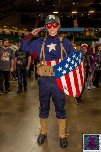Comic-Con Cosplay Captain America (2).jpg