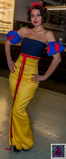 Comic-Con Cosplay Snow White (2).jpg
