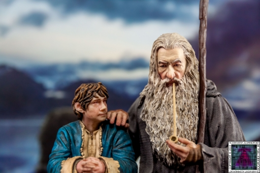 Gandalf and Bilbo Silent Reflection Statue (1)