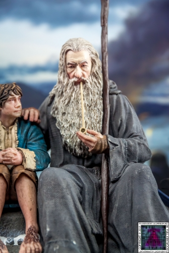 Gandalf and Bilbo Silent Reflection Statue (8)