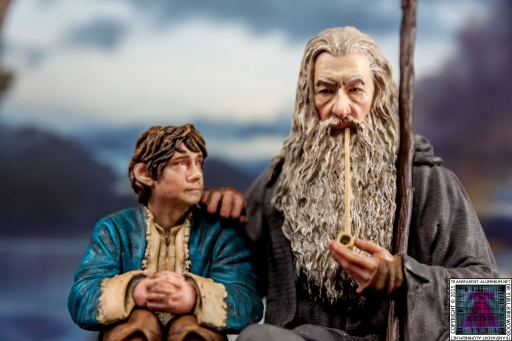 Gandalf and Bilbo Silent Reflection Statue (9)