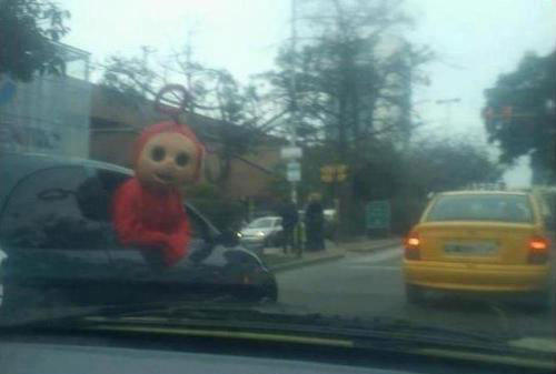 funny-wtf-teletubby-car
