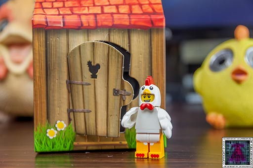 LEGO-6142167-Chicken-Man-Mini-Figure-and-Coop-3