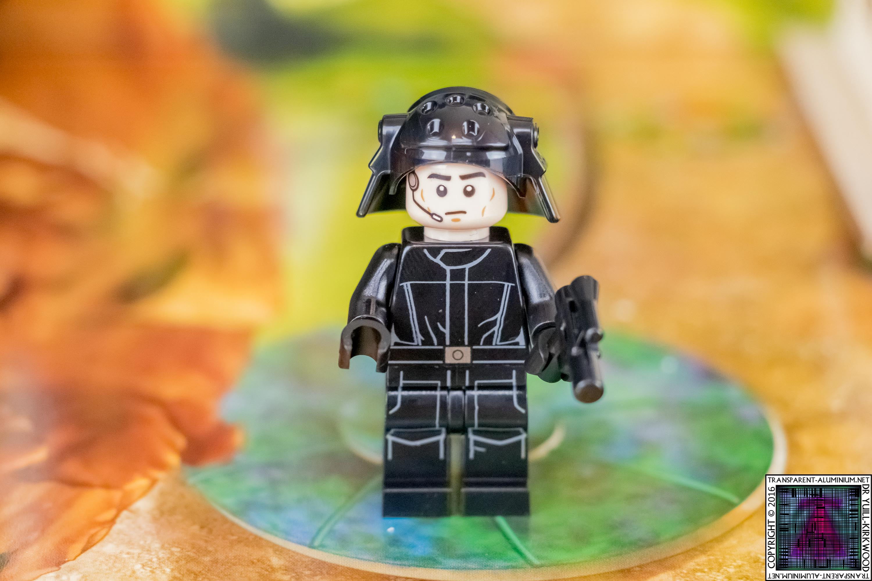 lego-star-wars-advent-calendar-day-04-minikit-75146