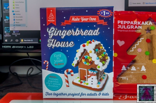 Christmas Gingerbread House - Lets Build (1)