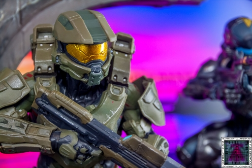 Halo 5 Guardians Master Chief Statue (2).jpg