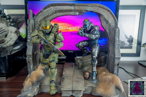 Halo 5 Guardians Master Chief and Locke Statue (2).jpg