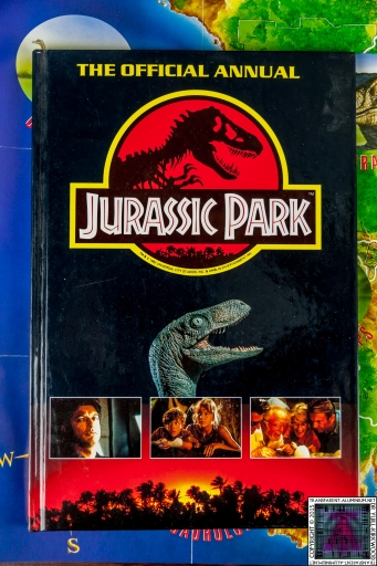 Jurassic Park The Official Annual (1).jpg