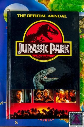 Jurassic Park The Official Annual (1).jpg