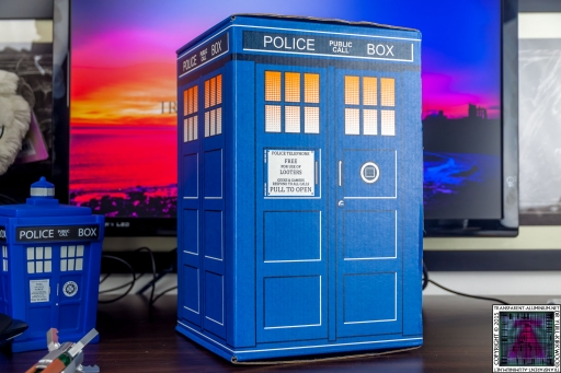 Loot Crate - Doctor Who Limited Edition TARDIS Box Art (3)
