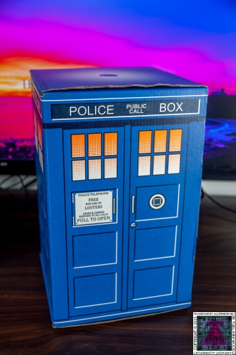 Loot Crate - Doctor Who Limited Edition TARDIS Box Art (4)