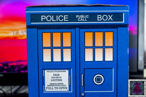 Loot Crate - Doctor Who Limited Edition TARDIS Box Art (6)