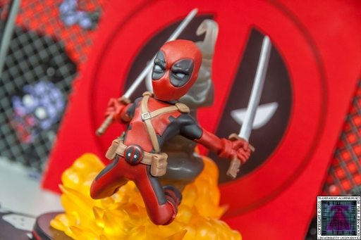Qmx Deadpool Figure (6)