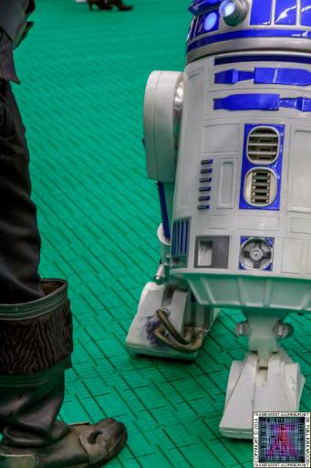 Klingons vs R2-D2 at Screen-Con 2014