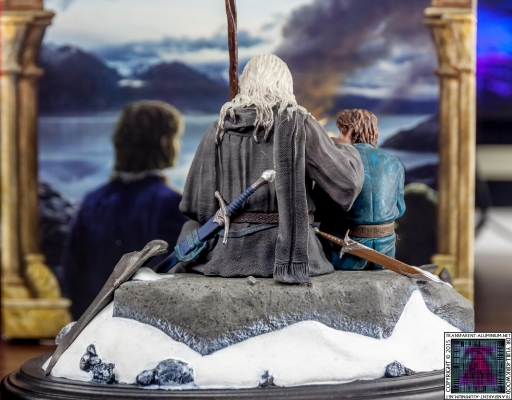 Gandalf and Bilbo Silent Reflection Statue (5)