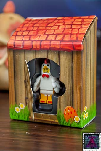 LEGO-6142167-Chicken-Man-Mini-Figure-and-Coop-2